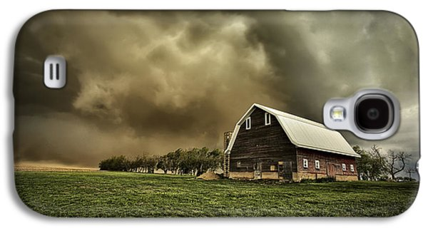 Wind Photographs Galaxy S4 Cases - Dusty Barn Galaxy S4 Case by Thomas Zimmerman