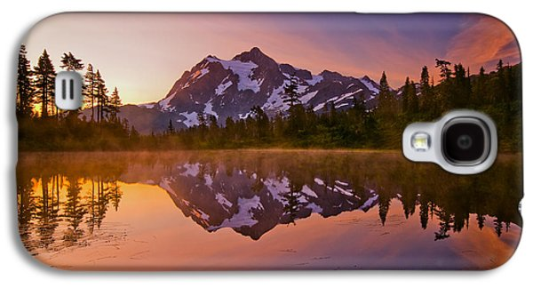 Sunrise Galaxy S4 Cases - Early Morning at Picture Lake Galaxy S4 Case by Darren  White