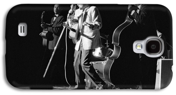Elvis Presley Galaxy S4 Cases - Elvis Presley on stage with Scotty Moore and Bill Black 1956 Galaxy S4 Case by The Phillip Harrington Collection