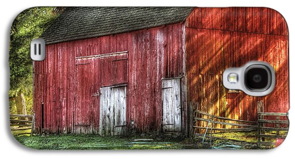 Pasture Scenes Photographs Galaxy S4 Cases - Farm - Barn - The old red barn Galaxy S4 Case by Mike Savad