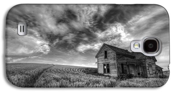 Contour Farming Galaxy S4 Cases - Farmhouse B and W Galaxy S4 Case by Latah Trail Foundation
