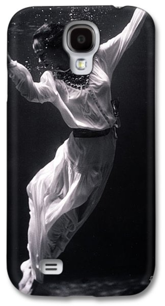 Underwater Photos Galaxy S4 Cases - Fashion Model Underwater, 1939 Galaxy S4 Case by Science Source
