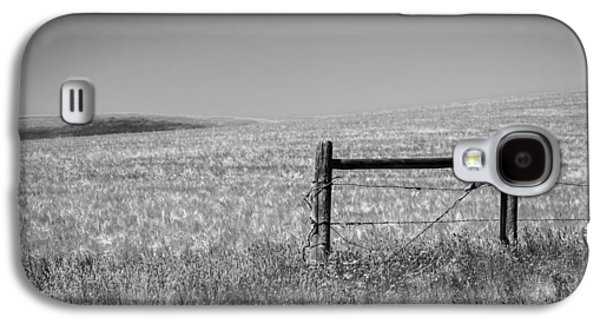 Old Fence Posts Galaxy S4 Cases - Fence Post Near Choteau Montana BW Galaxy S4 Case by Rich Franco