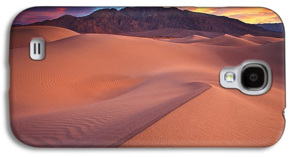 Southwest Landscape Galaxy S4 Cases - Fire On Mesquite Dunes Galaxy S4 Case by Darren  White