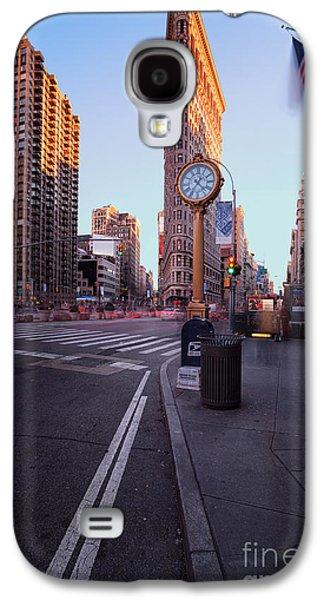 Colour Image Photographs Galaxy S4 Cases - Flatiron area in motion Galaxy S4 Case by John Farnan