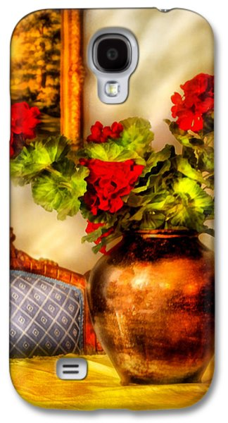 Red Geraniums Galaxy S4 Cases - Flower - Geraniums on a table  Galaxy S4 Case by Mike Savad
