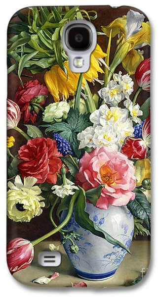 Cut Flowers Galaxy S4 Cases - Flowers in a Blue and White Vase Galaxy S4 Case by R Klausner