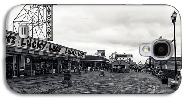 Flying Over The Boardwalk Mono Galaxy S4 Case by John Rizzuto