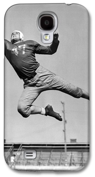 Football Player Catching Pass Galaxy S4 Case by Underwood Archives