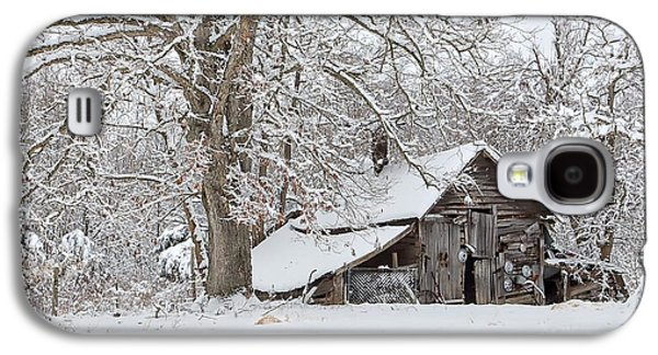 Barns In Snow Galaxy S4 Cases - Forgotten Winter Barn Galaxy S4 Case by Benanne Stiens