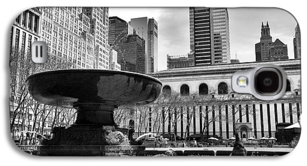 Bryant Park Galaxy S4 Cases - Fountain in Bryant Park mono Galaxy S4 Case by John Rizzuto