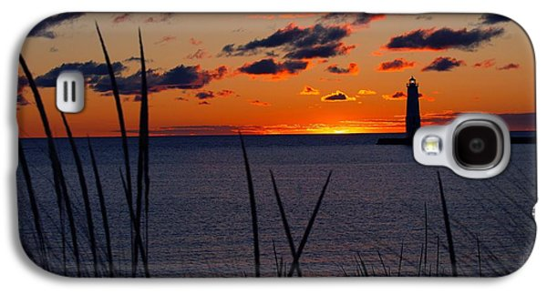 Light Galaxy S4 Cases - Frankfort Michigan Sunset with Dunegrass Galaxy S4 Case by Dave Zuker