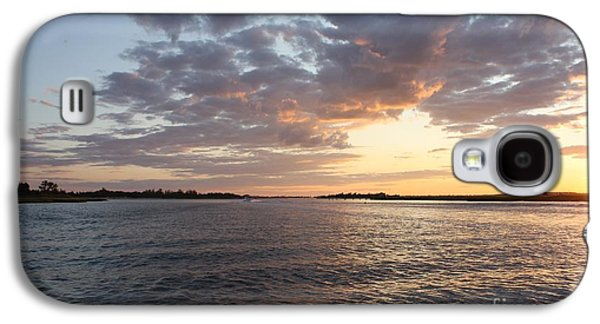Reflection Of Sun In Clouds Galaxy S4 Cases - Freeport Cloudy Summertime Sunset Galaxy S4 Case by John Telfer