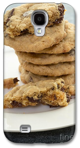 Chip Photographs Galaxy S4 Cases - Fresh baked chocolate chip cookies Galaxy S4 Case by Edward Fielding