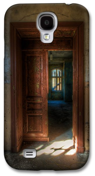 Creepy Digital Art Galaxy S4 Cases - From a door to a window Galaxy S4 Case by Nathan Wright