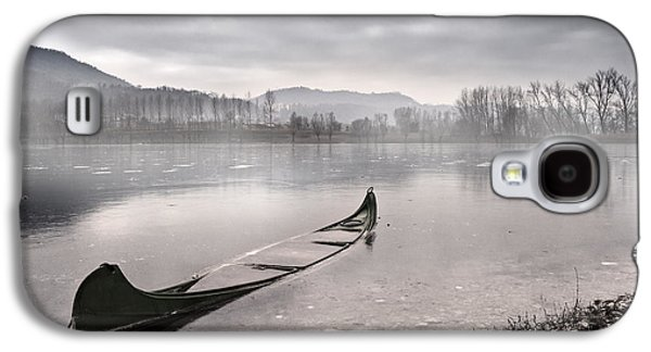Boat Photographs Galaxy S4 Cases - Frozen day Galaxy S4 Case by Yuri Santin