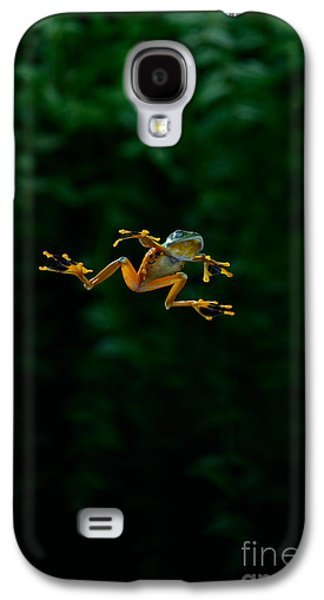 Flying Frog Galaxy S4 Cases - Gliding Frog In Flights Galaxy S4 Case by Scott Linstead