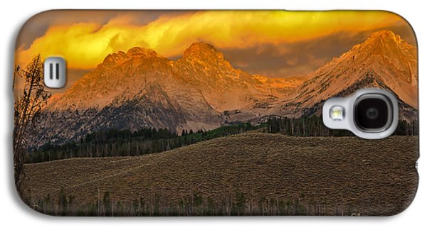 Haybale Galaxy S4 Cases - Glowing Sawtooth Mountains Galaxy S4 Case by Robert Bales