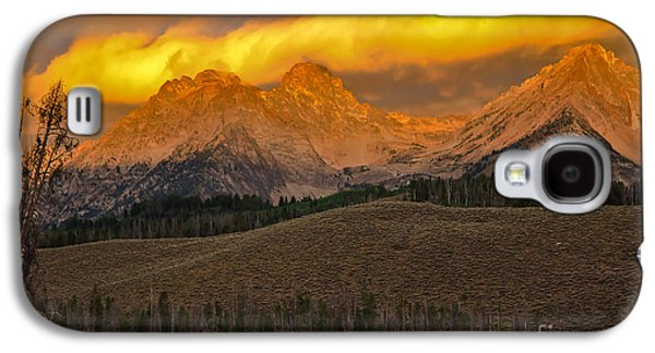 Surreal Landscape Galaxy S4 Cases - Glowing Sawtooth Mountains Galaxy S4 Case by Robert Bales