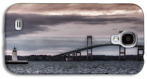 Landmarks Photographs Galaxy S4 Cases - Goat Island Lighthouse and Newport Bridge Galaxy S4 Case by Joan Carroll