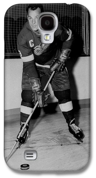 Ice-skating Galaxy S4 Cases - Gordie Howe Poster Galaxy S4 Case by Gianfranco Weiss
