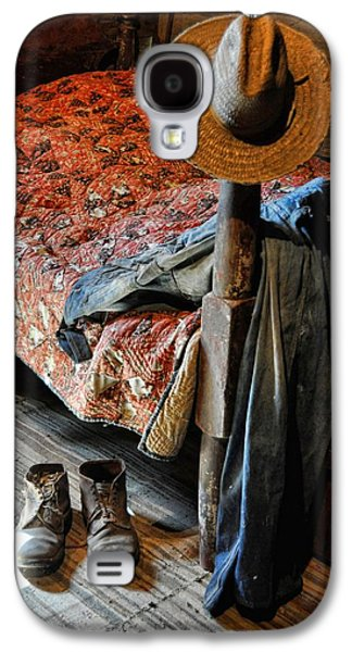 Log Cabin Interiors Galaxy S4 Cases - Grampas Gone Galaxy S4 Case by Jan Amiss Photography