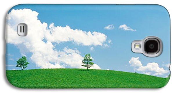 Landscapes Photographs Galaxy S4 Cases - Grassland With Blue Sky And Clouds Galaxy S4 Case by Panoramic Images