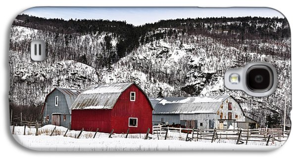 Red Barn In Winter Photographs Galaxy S4 Cases - Great Canadian Red Barn in Winter Galaxy S4 Case by Peter v Quenter