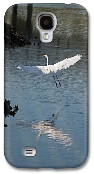 Waterscape Galaxy S4 Cases - Great White Egret - In Flight Galaxy S4 Case by Suzanne Gaff