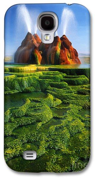 Alga Galaxy S4 Cases - Green Fly Geyser Galaxy S4 Case by Inge Johnsson