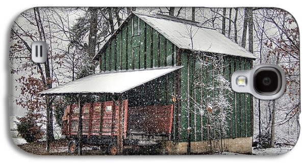 Barns In Snow Galaxy S4 Cases - Green Tobacco Barn Galaxy S4 Case by Benanne Stiens