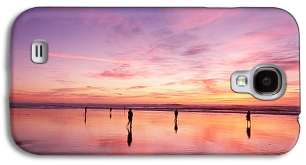 Reflections Of Sky In Water Galaxy S4 Cases - Group Of People Watching The Sunset Galaxy S4 Case by Panoramic Images