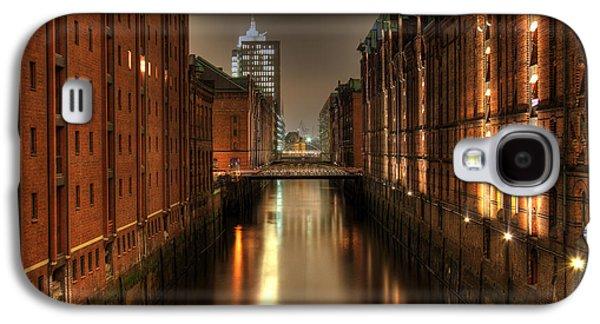 Architektur Drawings Galaxy S4 Cases - Hamburg Speicherstadt bei Nacht Galaxy S4 Case by George Inness