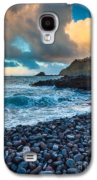 Splashy Photographs Galaxy S4 Cases - Hana Bay Pebble Beach Galaxy S4 Case by Inge Johnsson