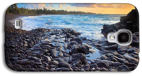 Splashy Photographs Galaxy S4 Cases - Hana Bay Sunrise Galaxy S4 Case by Inge Johnsson