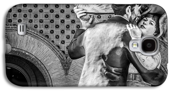 Candid Photographs Galaxy S4 Cases - Having Fun Sculpture 3 Key West - Black and White Galaxy S4 Case by Ian Monk