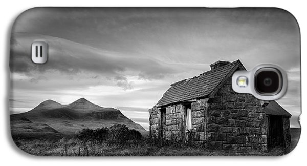 Abandoned House Photographs Galaxy S4 Cases - Highland Cottage 2 Galaxy S4 Case by Dave Bowman