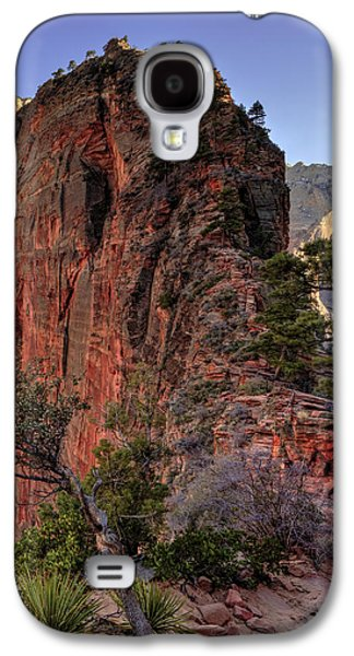 Red Rock Photographs Galaxy S4 Cases - Hiking Angels Galaxy S4 Case by Chad Dutson