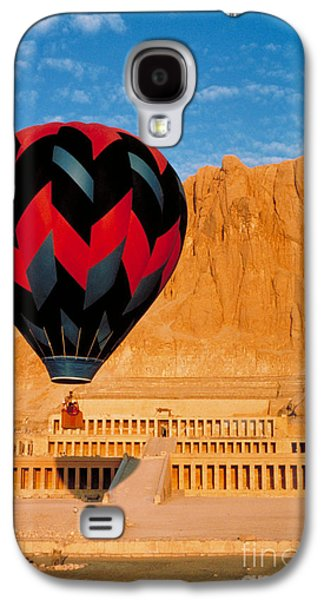 Hatchepsut Galaxy S4 Cases - Hot air Balloon Over Thebes Temple Galaxy S4 Case by John G Ross