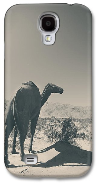 In The Hot Desert Sun Galaxy S4 Case by Laurie Search