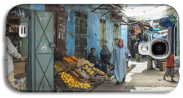 Rabat Photographs Galaxy S4 Cases - In the souk Galaxy S4 Case by Patricia Hofmeester