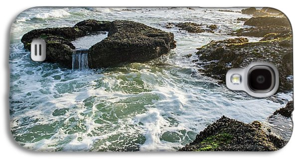 Intertidal Zone Impacted By Wave Action Galaxy S4 Case by Peter Chadwick