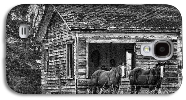 Old House Photographs Galaxy S4 Cases - Is This Our Barn Galaxy S4 Case by Betty LaRue