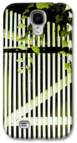 Original Photographs Galaxy S4 Cases - Ivy over White Picket Gate Galaxy S4 Case by Colleen Kammerer