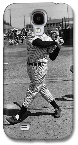 Athlete Photographs Galaxy S4 Cases - Joe DiMaggio hits a belter Galaxy S4 Case by Gianfranco Weiss