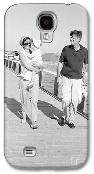 John F. Kennedy And Jacqueline Kennedy At Hyannis Port Marina Galaxy S4 Case by The Phillip Harrington Collection