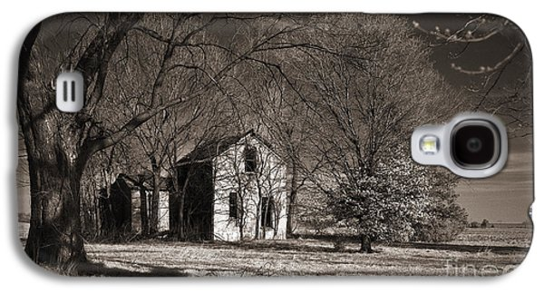Old House Photographs Galaxy S4 Cases - Kansas Farm House I Galaxy S4 Case by Thomas Bomstad