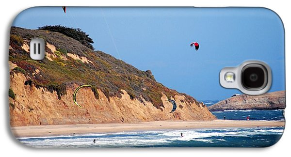Ano Nuevo Galaxy S4 Cases - Kite Surfers Galaxy S4 Case by Bob Wall