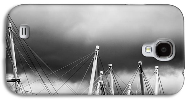 Grey Clouds Photographs Galaxy S4 Cases - Kurilpa Bridge In Monocrome Galaxy S4 Case by Parker Cunningham