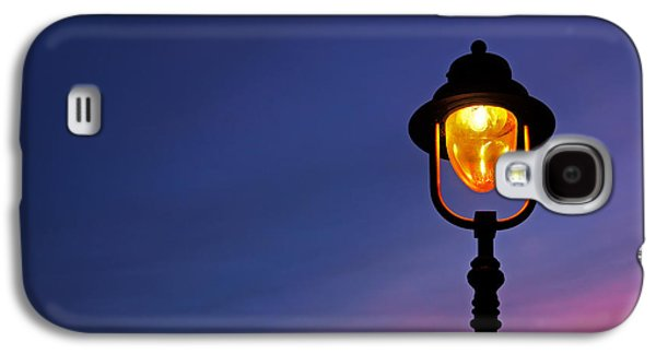 Light Bulb Galaxy S4 Cases - Lamppost Illuminated At Twilight Galaxy S4 Case by Mikel Martinez de Osaba
